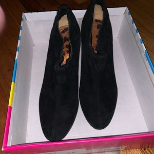 Sam Edelman Size 8 black suede booties